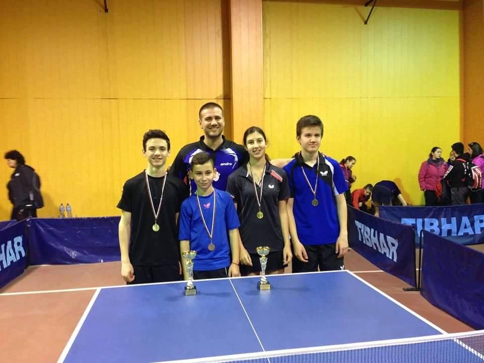 От ляво на дясно Иван Радкев, Стефан Дошев, Калина Христова и Никола Дойчев с треньора Стоян Поппетров.