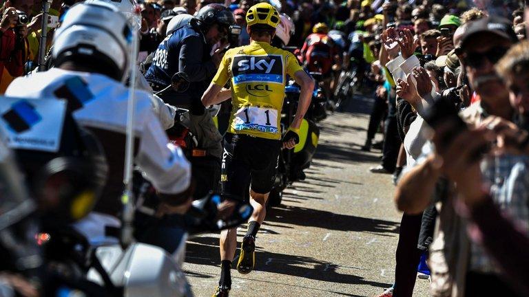 Chris Froome run Tour de France 2016 Photo: Sky